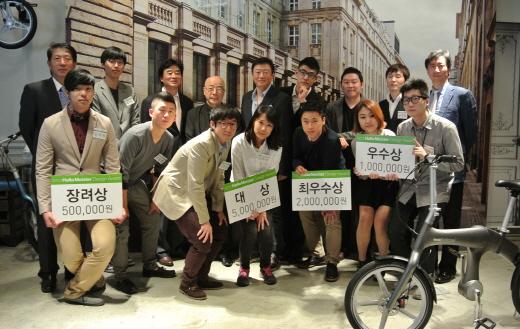 '2013 한라마이스터 디자인 어워드' 심사위원단과 수상자들/사진=한라마이스터