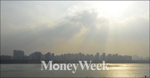 [MW사진] 중국발 미세먼지에 둘러쌓인 서울 하늘