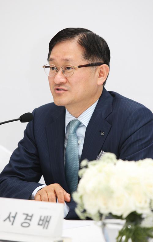'갑질 오명' 아모레, '서경배 친족'엔 퍼주기?
