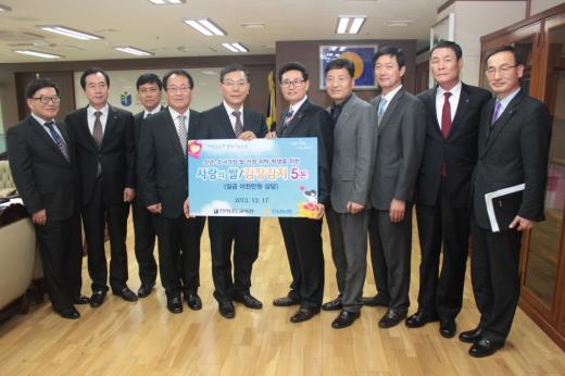 농협은행 전남본부, 도교육청에 사랑의 쌀·김장김치 전달