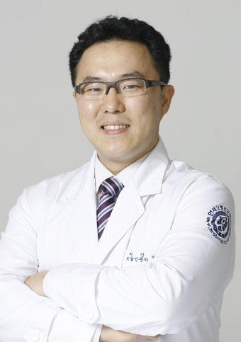 [여민석의 모발이식지침서(39)] 광범위한 모발이식, 두피문신이 부담 줄여