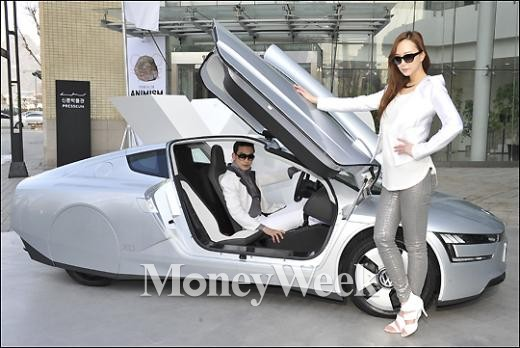 [MW사진] 폭스바겐코리아, 1리터로 111.1km 주행하는 차 'XL1'