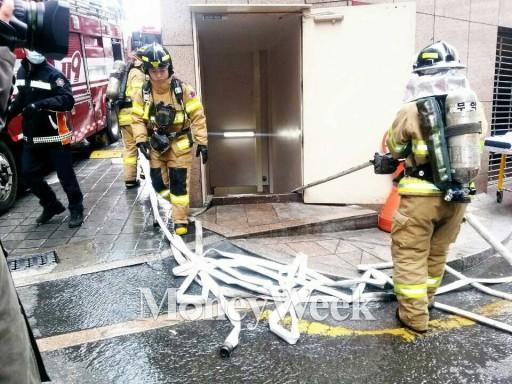광화문 파이낸스센터 지하 음식점 화재…식사하던 직장인들 한때 대피소동(상보)