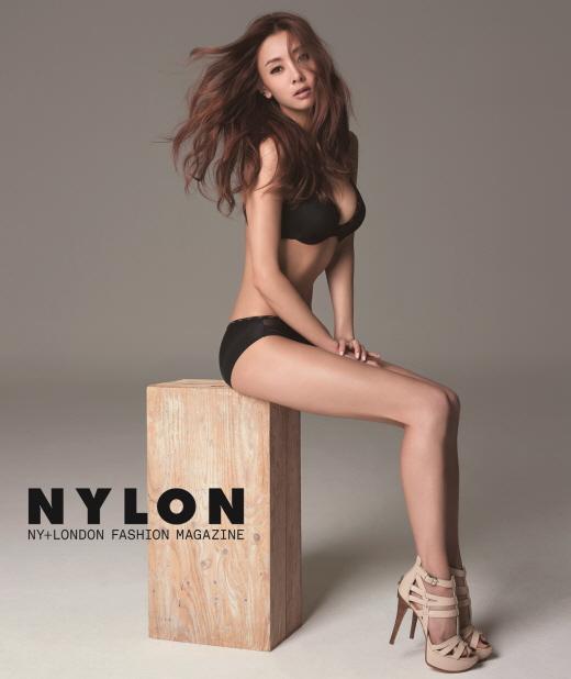 가수 지나 언더웨어 화보 공개, 화려함 이면의 고혹적 자태 뽐내