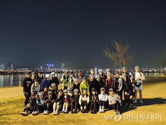 지난 1일 우먼스라이딩 운동 모임에 참가한 여성라이더들/사진=이고운 기자