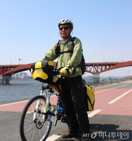 박주하씨는 이러한 차림으로 80일 동안 발칸반도 단독 자전거여행을 나선다./사진=박정웅 기자
