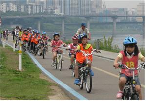 아이와 한강에서 자전거 라이딩 하고 싶다면…