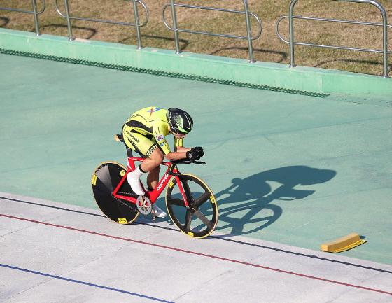 지난 22일 나주벨로드롬에서 열린 '제31회 대통령기 전국사이클경기대회' 개인추발 4km 1~2전에 나선 장경구가 트랙을 질주하고 있다./사진제공=코레일사이클단