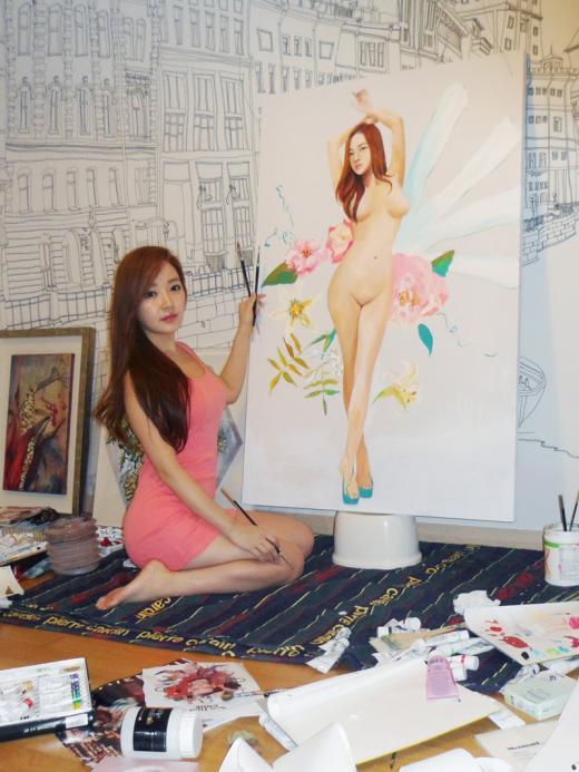 민송아, 서울오픈아트페어에서 자신을 모델로한 누드화 공개