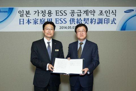 박상진 삼성SDI 사장(오른쪽)과 요시다 시게오 니치콘 사장이 7일 서울 서초동 삼성 서초사옥에서 가정용 ESS 공급을 위한 MOU를 체결하고 있다. /사진제공=삼성SDI