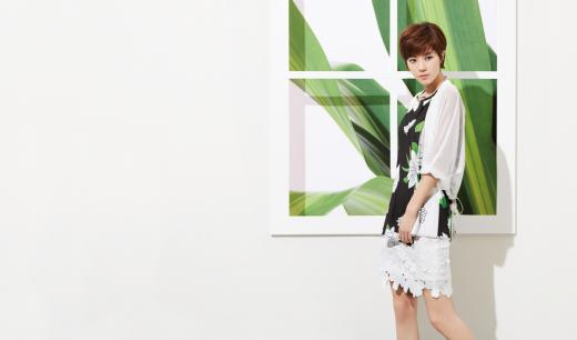 박한별 화보, 선명한 컬러로 시원한 여름 스타일 선 보여