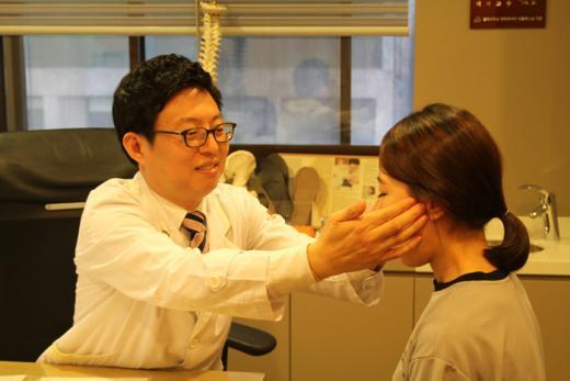 <의학문답>턱관절 장애, 초기 자가진단부터 치료까지