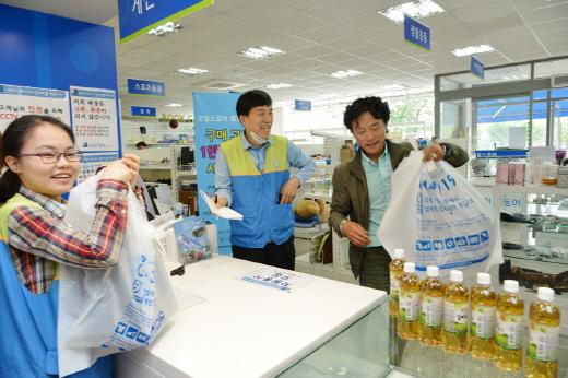 효성이 설립한 일자리창출 사회적기업 '굿윌스토어 효성1호점'이 모든 구매고객에게 음료를 증정하는 감사 이벤트를 진행하고 있다.