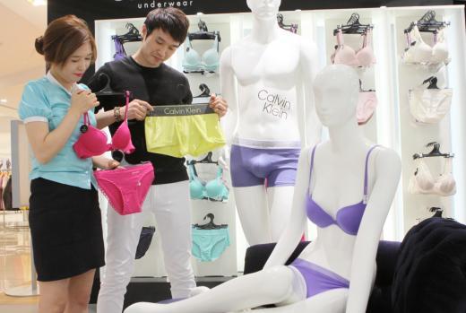 롯데百 광주점, 성년의날 '커플 속옷' 판매