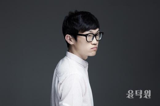 '브로콜리 너마저' 윤덕원, 싱글 '흐린 길' 초대장 통해 선공개