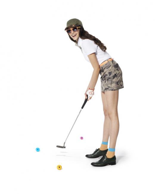 여성 골퍼, 지나친 노출은 스코어의 적