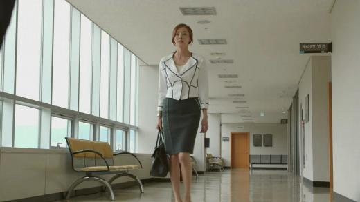 이다희·이시영, 초여름 오피스룩 잇템 '화이트 재킷'