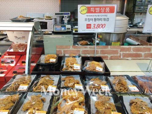 롯데마트 오징어통마리튀김 /사진=박성필 기자