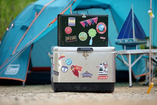 '똑같은 캠핑 장비에 개성을~'…콜맨, 스티커 프로모션