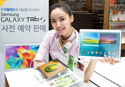 삼성전자는 오는 30일까지 프리미엄 태블릿 '갤럭시 탭S' 10.5형 모델 국내 예약 판매를 진행한다. 이번 예약 판매는 삼성 딜라이트샵 등 주요 직영매장을 포함한 전국 31개 매장과 삼성전자 온라인 쇼핑몰 '삼성전자 스토어'를 통해 진행된다.