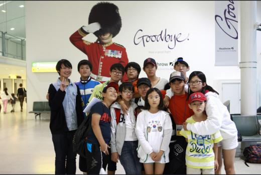 ▲2013년 여름방학에 영국에서 진행된 영어캠프에 참가한 학생들