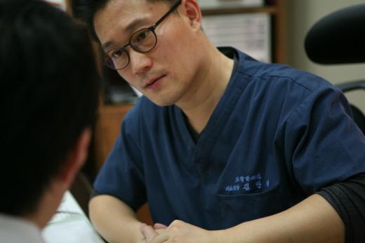 [김만재의 여성 정수리탈모 이야기(133)] 스트레스성 탈모 앓는 젊은 층, 병원 찾는 이유?