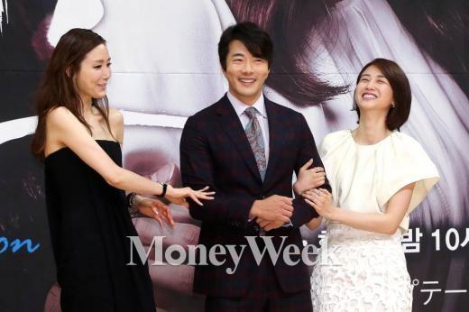 SBS월화드라마 '유혹' 제작발표회에 참석한 최지우 권상우 박하선(사진=최부석 기자)