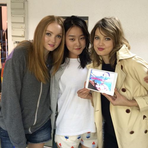 ▲모델 릴리 콜(왼쪽), 강승현 (가운데), 린제이 윅슨 (오른쪽)