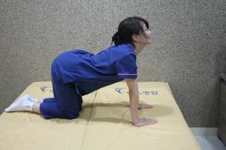 아이 안는데 엉덩이와 다리쪽이 찌릿하다면?…'좌골신경통' 의심