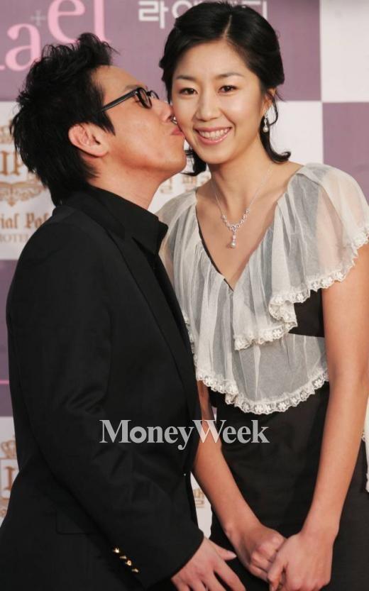 2006년 결혼 기자회견에 참석한 윤종신과 전미라(사진=홍기원 기자)