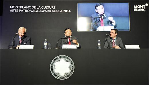 왼쪽부터 루츠 베뜨게 이사장, 박삼구 금호아시아나 회장, 실방 코스토프 지사장 /사진=류승희 기자