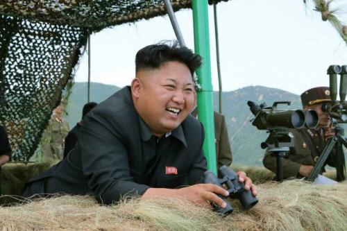 북한 김정은 노동당 제1비서가 동해안 최전방 부대에서 포 사격훈련을 지도했다고 15일 노동신문이 보도했다. /사진제공=뉴스1