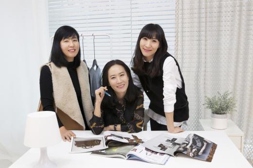 ▲ 스타일모찌 박은재 대표(가운데) 언니 박미혜씨(왼쪽) 동생 박은주씨(오른쪽) (제공=카페24)
