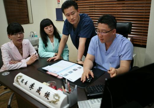 [김만재의 탈모치료병원(201)] 여성정수리탈모, 검증되지 않은 치료법 및 제품에 주의해야