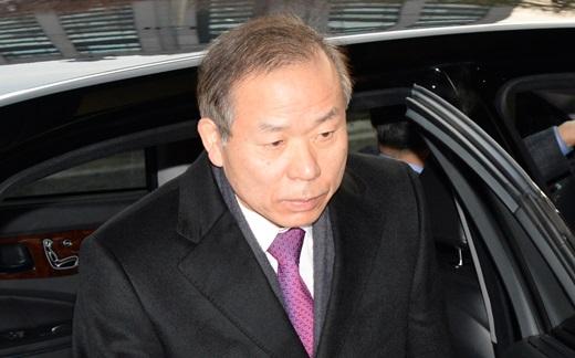 김이수 헌법재판소 재판관이 19일 오전 서울 재동 헌법재판소로 출근하고 있다. /사진=뉴시스