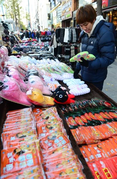 거리에서 핫팩을 판매하고 있다 /사진=뉴스1