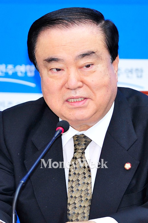 [MW사진] 발언하는 문희상 비대위원장