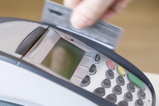 신용카드 대금 연체되면 다른 카드사용도 정지될 수 있다