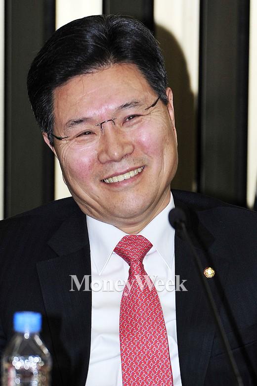 [MW사진] 새누리 원내대표 경선, 홍문종 정책위의장 후보의 미소