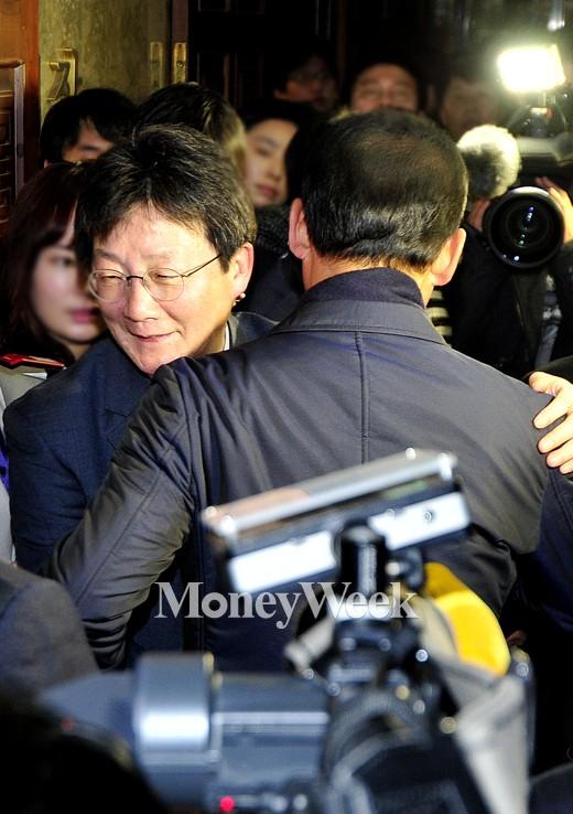 [MW사진] 새누리당 새 원내대표 유승민 당선!
