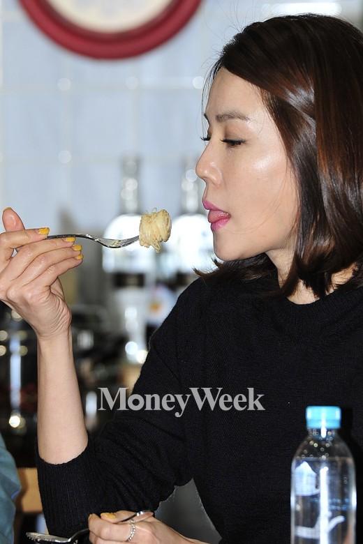 [MW사진] 올리브쇼 김지호, '이러다 먹방녀로 굳혀질까 두려워'
