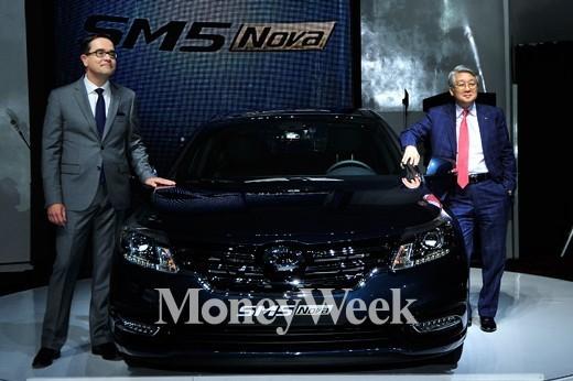 SM5 Nova 출시행사에 참석한 프랑수아 프로보 르노삼성자동차 대표이사(왼쪽)와 박동훈 부사장 /사진=임한별 기자