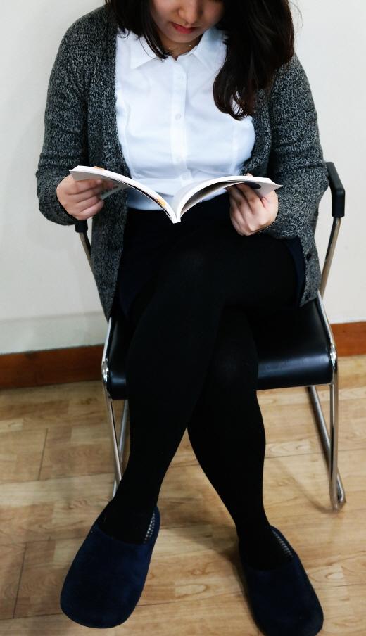 일하다 퉁퉁 부은 다리, 반복되면 자궁 건강 위협