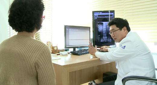 중년 여성 쉬어가게 하는 '척추관협착증'…우유, 시금치로 칼슘 섭취