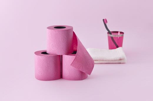 '세계에서 가장 섹시한 화장지' 레노바 블랙레이블…컬러·향·3겹 엠보싱
