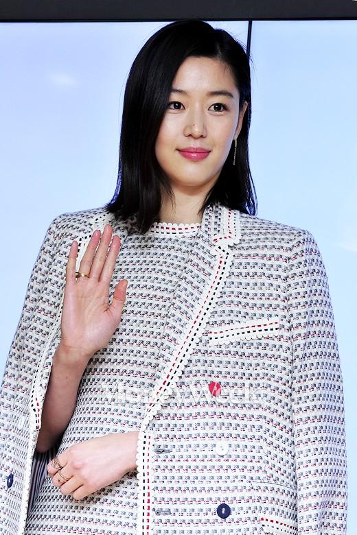 [MW사진] 한샘 전지현, '여유로운 손인사'