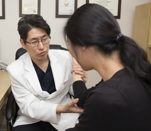 이사 많은 3월, 손목·어깨 주의해야…스트레칭으로 예방