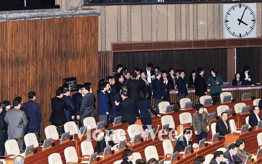 '김영란법 위헌논란' 3일 김영란법 표결 처리에 나선 의원들. /사진=임한별 기자