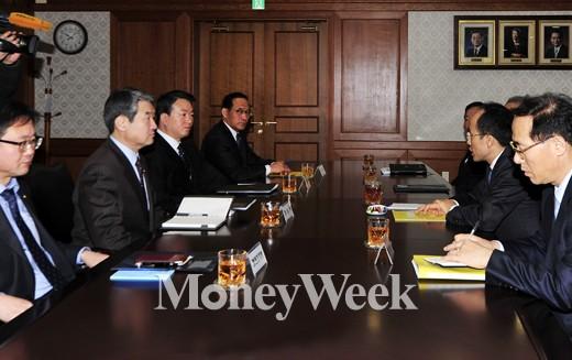 [MW사진] 리퍼트 미대사 피습, 긴급 차관회의 소집