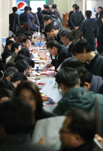 2013년 2월에 서울 서초구 서초동 중앙지방법원에서 열렸던 '극동건설 관계인집회'. /사진=머니투데이 이동훈 기자